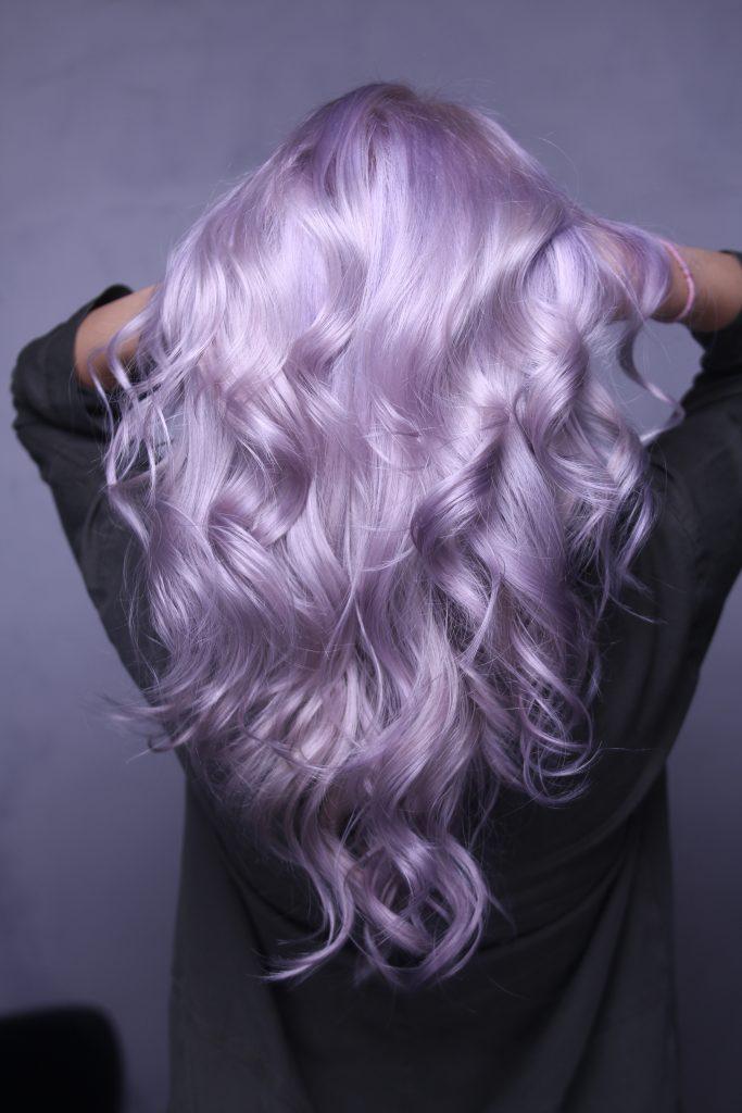Platinweise Haare